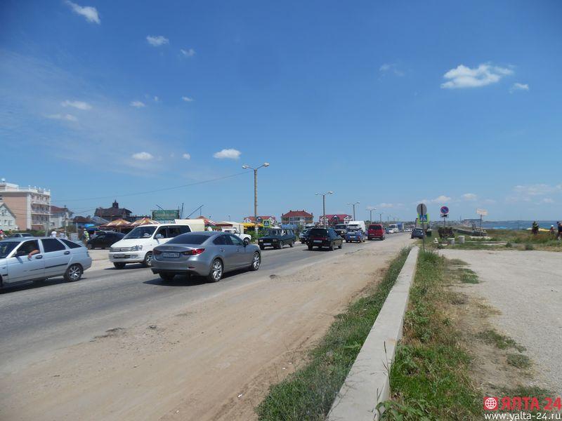 Громадная пробка под Феодосией: затор растянулся на 15 км [Фото] фото 2